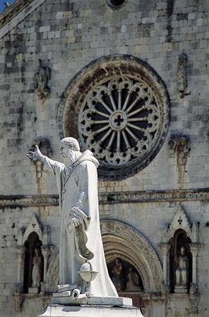 Estatua de San Benito en su ciudad natal