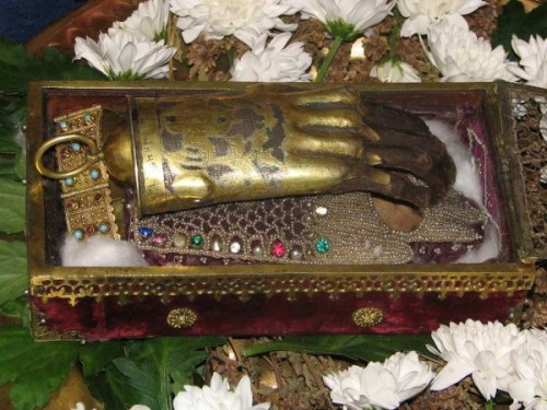 Mano incorrupta de la Santa venerada en Sarajevo, Bosnia-Herzegovina.