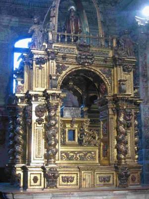 Vista del sepulcro de la Santa en la catedral de Oviedo, España.