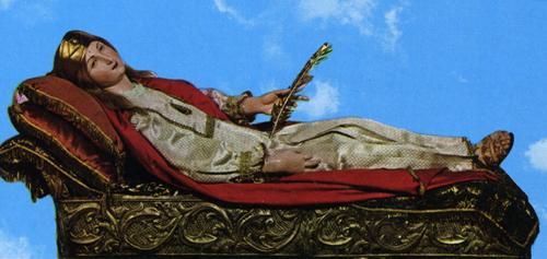 Imagen de la figura yacente que contiene los restos de la Santa. Iglesia Arciprestal de San Andrés Apóstol, Arienzo (Italia).