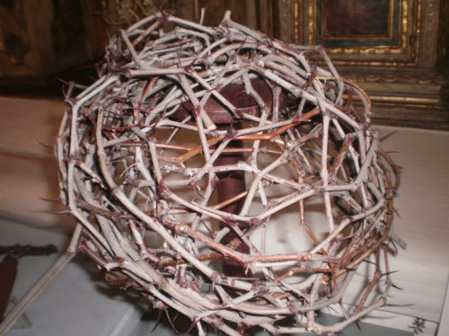 Reconstrucción de la corona de espinas en forma de pileus, siguiendo los datos aportados por la Síndone.