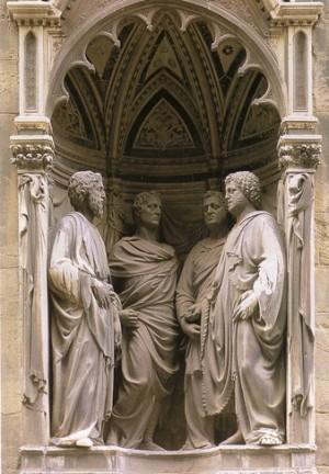 Vista del conjunto escultórico de los Santos, obra de Nanni di Bianco (1408-1415). Iglesia de Orsanmichele, Florencia (Italia).