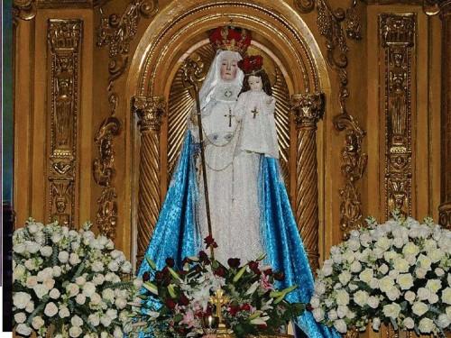 La Virgen del Buen Suceso en el retablo de la Iglesia del convento. Solo en tres ocasiones la imagen se traslada del coro a la Iglesia para las devociones del pueblo.