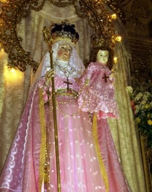 Imagen de la Virgen adornada en una de las celebraciones que se realizan en la Iglesia del convento concepcionista.