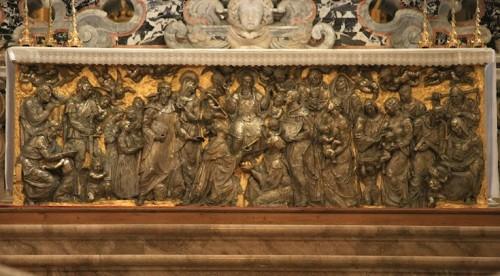 Frontal de plata que cubre el altar de la Basílica de Monte Cassino, San Benito rodeado de sus hijos. Escultor Antonio Selva.