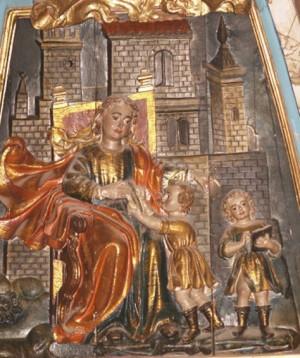 Relieve de la Santa instruyendo a los Santos Justo y Pastor. Parroquia de la Santa en Astorga, España. Fotografía: Blas Miguélez.