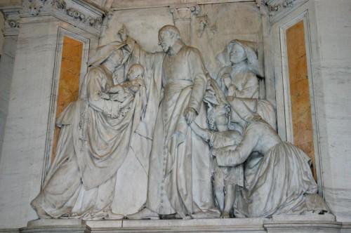 Relieve neoclásico en la iglesia de San Carlo al Corso, Milán (Italia).