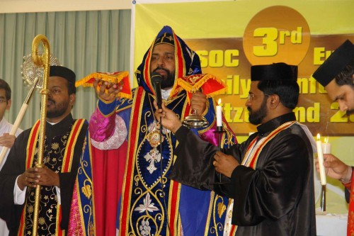Imagen de la Santa Misa (Qurbana) oficiada en rito sirio antioqueno.
