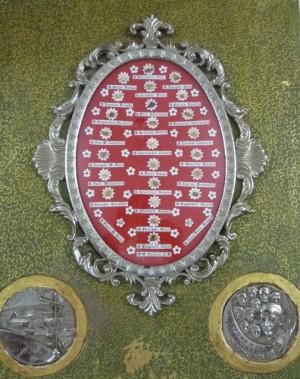 Teca con reliquia ex-ossibus de todos los mártires pasionistas de Daimiel.
