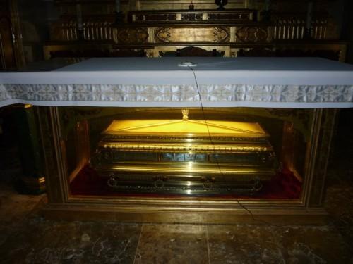 Sepulcro con los restos de los mártires. Convento pasionista de Daimiel, Ciudad Real, España.