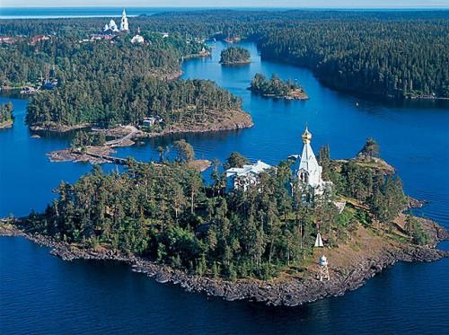 Vista del monasterio en la isla de Valaam (Finlandia), donde vivió el Santo.