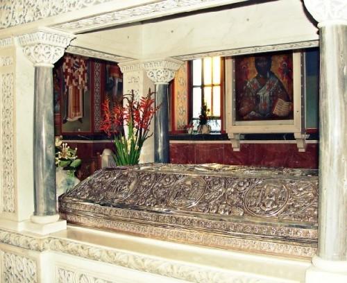 Vista del sepulcro del Santo, en su monasterio de Egina (Grecia).