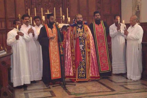 Despedida final en el Sagrado Qurbana (Santa Misa) en el rito sirio antioqueno.