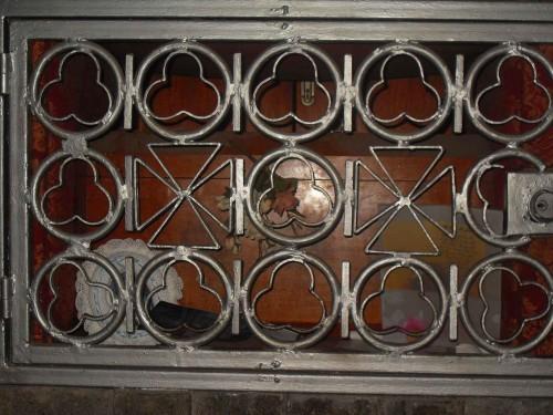 Detalle de la urna con los restos del Santo. Parroquia de Nuestra Señora del Rosario de Guadalajara, México.