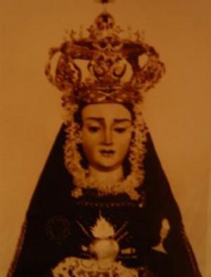 Antiguafotografía de la Virgen de la Soledad contemporáneaa la coronaciónpontificia. (Cortesíade Ángel Rodríguez).