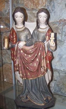 Vista de la curiosa escultura de las Santas, en Tautavel (Francia).