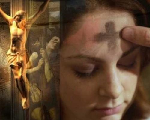Montaje fotográfico que establece un paralelismo entre la imposición de la ceniza, el milagro evangélico del ciego curado y la Pasión.