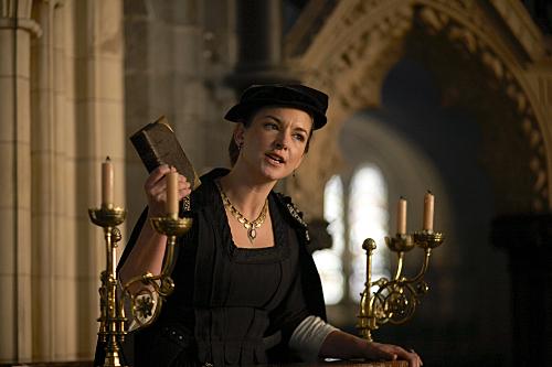 """La actriz galesa Emma Stansfield interpreta a Anne Askew en la ficción televisiva """"Los Tudor"""" (2007)."""