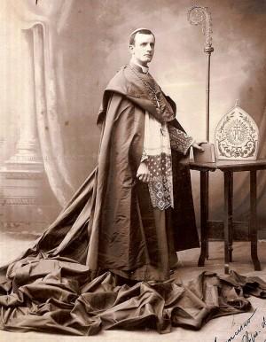 Fotografía oficial del Siervo de Dios como obispo de Chiapas.