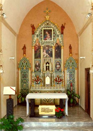 Urna del Santo bajo el altar de la capilla de San Cayetano. Catedral de Udine, Italia.