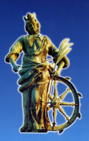 Escultura en bronce de Santa Eufemia, mártir de Calcedonia, que motivó la pregunta. Rovinj, Croacia.