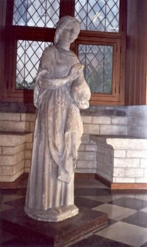 Escultura medieval de la Beata, donde aparece portando un jarro, su atributo principal.