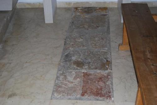 Vista del antiguo suelo, explícitamente conservado, donde el Beato sufrió el martirio.
