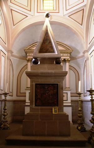Mausoleo del Siervo de Dios. Basílica de María Inmaculada de la Salud, Pátzcuaro, Michoacán (México).