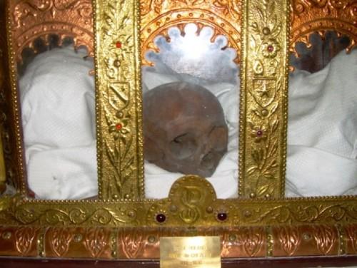 Relicario de San Rolando en Chézery. Tras la destrucción de la abadía cisterciense después de la Revolución Francesa, las reliquias han sido objeto de reconocimientos y autentificación. Reposan en la parroquia local.