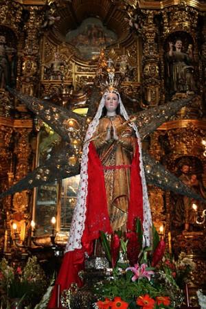 Nuestra Señora de Ocotlán, imagen que según la leyenda fue encontrada en el tronco de un árbol.