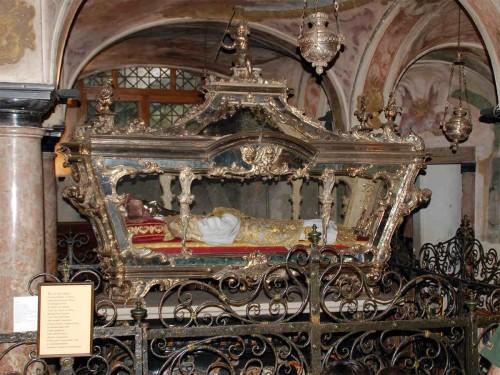 Vista del sepulcro de San Julio de Novara (San Julio de Orta). Isola di San Giulio, Novara (Italia).