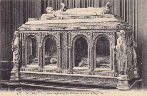 Urna con los huesos de la Santa. Colegiata de San Pedro, Bourges (Francia).