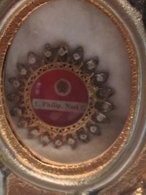 Vista de una reliquia ex-ossibus del Santo, concedida al autor del artículo por el Superior General de la Congregación.