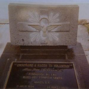 Vista del sepulcro de la Sierva de Dios.