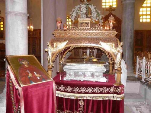 Vista del sepulcro e icono de la Santa expuestos a veneración. Iglesia de San Demetrio, Tesalónica (Grecia).