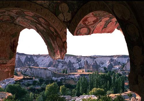 Capadocia. Cercanías de Göreme. Iglesia de Al Nazar, con frescos murales representando santos cristianos. Fuente: Foto Aleph.