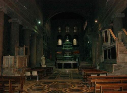 Vista del interior de la Basílica, nave central.