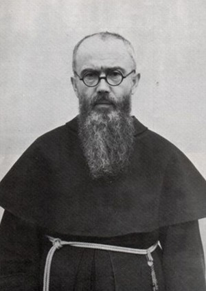 Fotografía del Santo, en hábito de franciscano menor conventual, a su regreso de Japón en 1937.