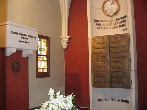 Vista del panteón de los mártires, donde están enterrados los Beatos, en el Santuario de San José Manyanet, Barcelona (España).