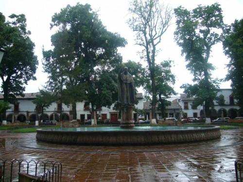 "Plaza ""Vasco de Quiroga"" en Pátzcuaro, la segunda más grande de América. Michoacán, México."