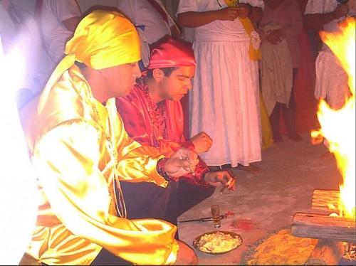 Ritual gitano en honor a Santa Sara Kali.