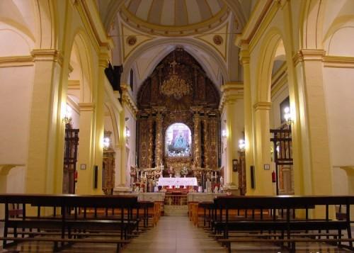 Imagen del interior del Santuario, al fondo el camarín de la Virgen.