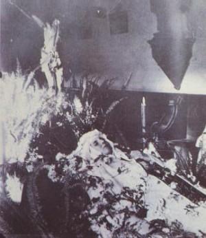 Capilla ardiente de la Santa, que falleció apenas un año después de su ingreso en el Carmelo.