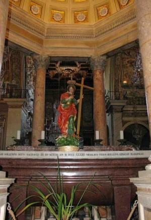 Sarcófago de pórfido con los restos de Santa Elena. Basílica de Santa Maria in Aracoeli, Roma (Italia).