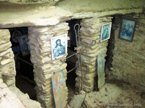 Cueva donde vivió y se santificó San Onofre de Vorona. Fuente: www.caletul.info.