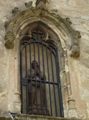 Pequeña imagen de la Beata en la hornacina de su capilla en Woluwe, Bélgica.
