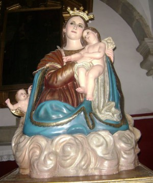 Conjunto escultórico de la Virgen del Refugio venerado en Acímbaro, Guanajuato (México).
