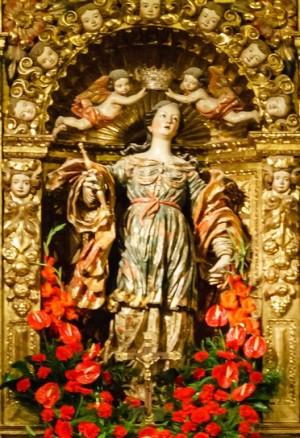 Imagen barroca de la Santa en su capilla de la catedral de Jaca (España).