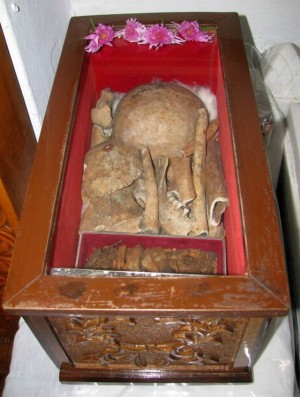 Vista de las reliquias de Santa Olimpia, egumena mártir de Karyes.