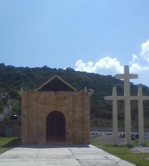 Vista de la ermita y atrio de Santa Jacoba en Ajacuba, México.
